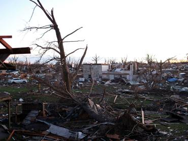 Brutal tornado afecta zona cercana a aeropuerto de Miami