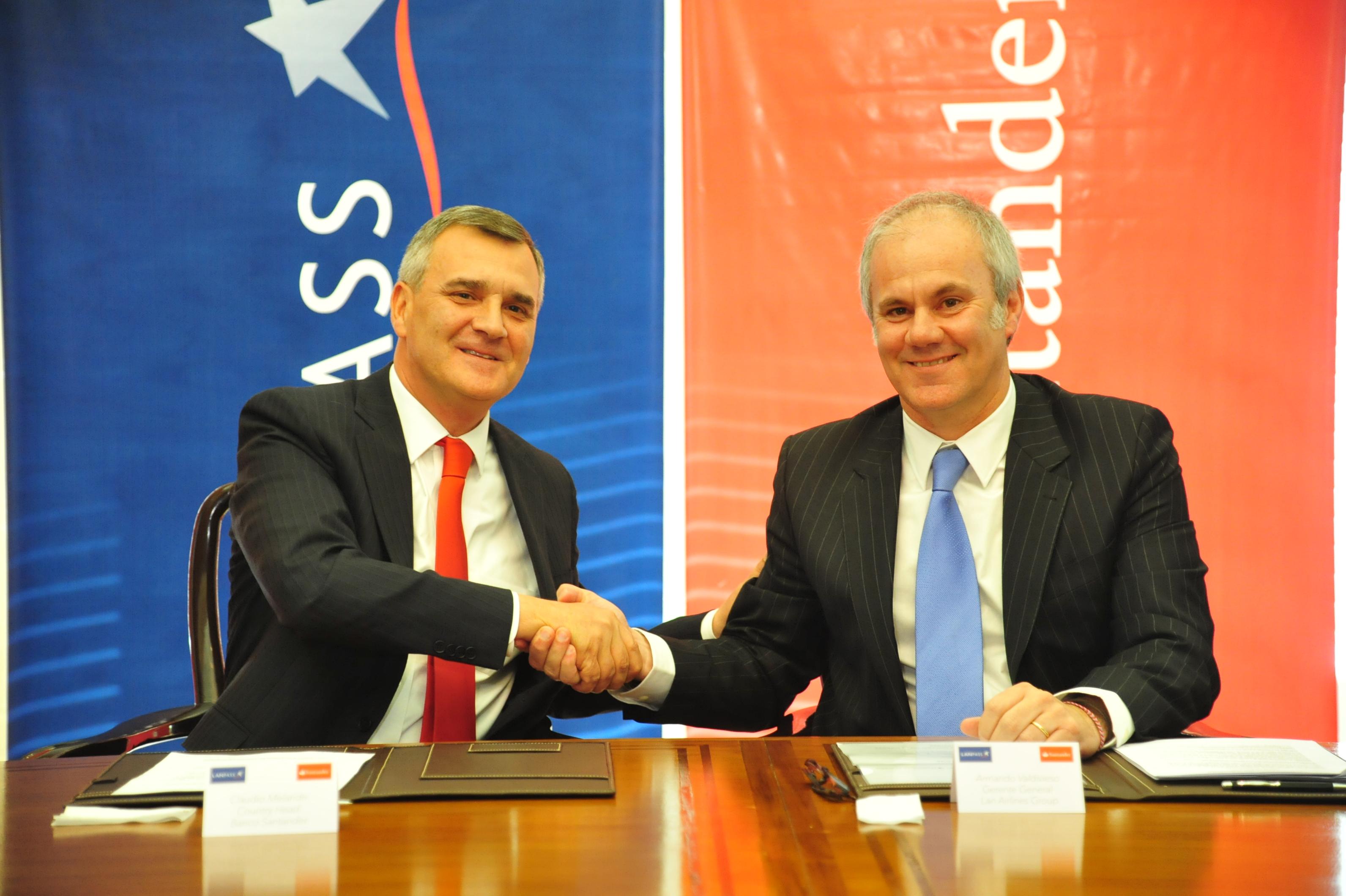 LANPASS y Santander renuevan alianza estratégica