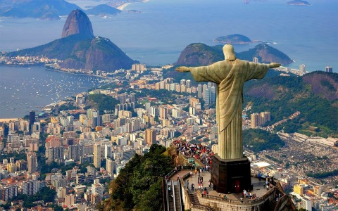Crivella estuda criar taxa de turismo no Rio de Janeiro