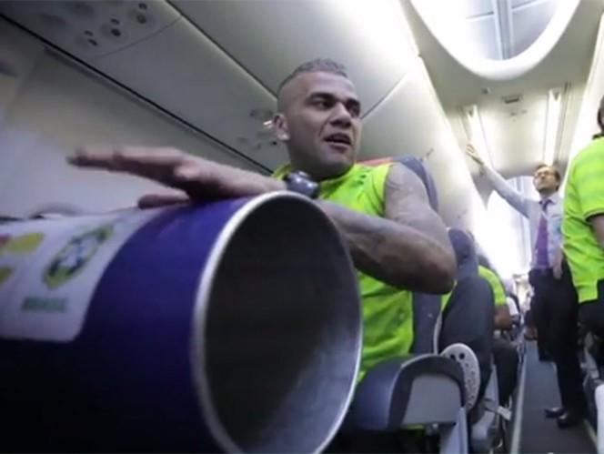 En el avión, Brasil celebra su clasificación con samba