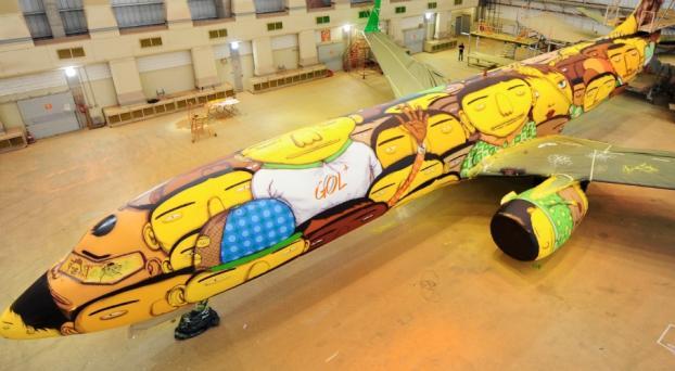 Autorizan graffitis en el avión de Gol de la selección brasilera