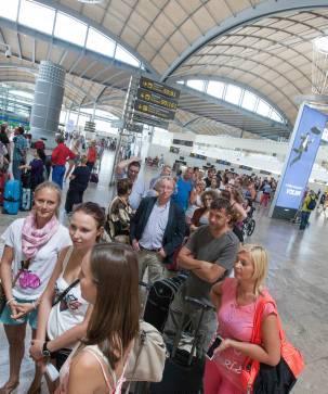 Una huelga en Francia atrapa a 2.000 turistas en el aeropuerto
