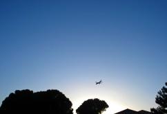 avion-sobre-ciudad