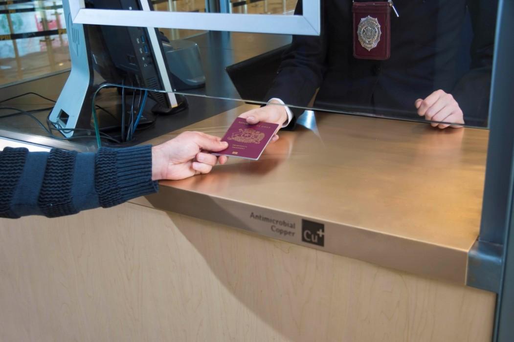Chile: Láminas de cobre en 35 casetas de Policía Internacional, protegen la salud de los pasajeros