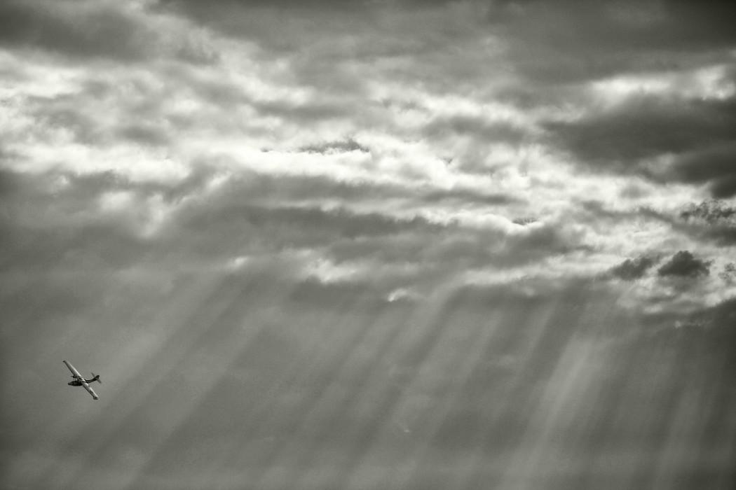cielo-avion-negro-nubes-nublado-tormenta