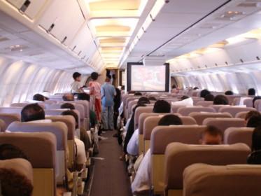 Un pasajero enciende un cigarrillo en pleno vuelo hasta que avisan a la tripulación