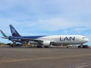Carga de contenedor en avión LAN
