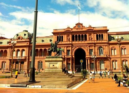 Aumento del dólar contrae 10% los ingresos por turismo en Buenos Aires