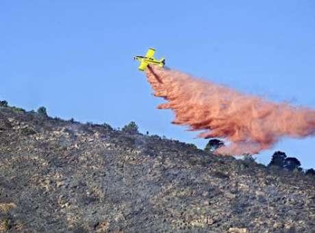 Herido grave tras caerle 1.500 litros de agua de avioneta