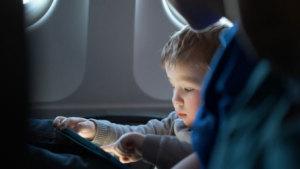 Lo que debes saber antes de viajar con tu bebé en un avión