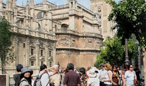España recibe el récord de 47,2 millones de turistas hasta agosto