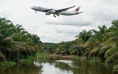 Avión habría volado en otra dirección durante 8 minutos