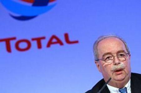Muere el presidente de la petrolera Total después de que su avión chocara contra una quitanieves