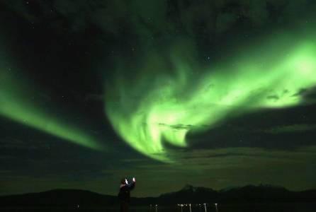 Auroras boreales ofrecen colorido espectáculo en Noruega