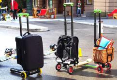 maleta monopatin que puedes montar en el aeropuerto