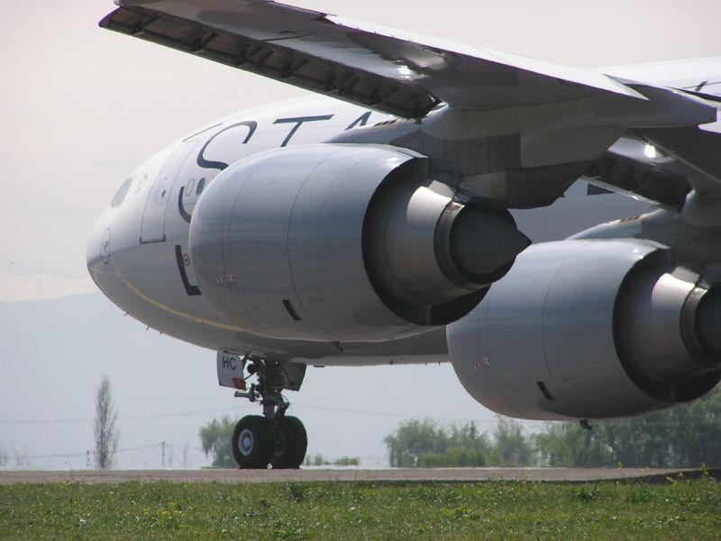 Presentan avión especial para trasladar a pacientes con ébola