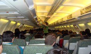5 trucos simples para viajar más cómodo en clase económica