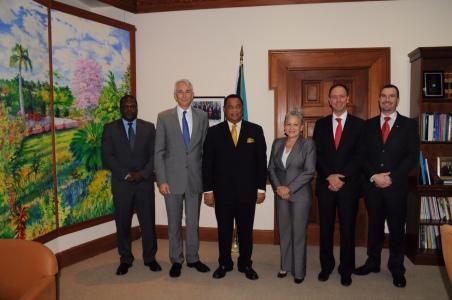 Tony Tyler, CEO de IATA se reúne con el Primer Ministro de Bahamas
