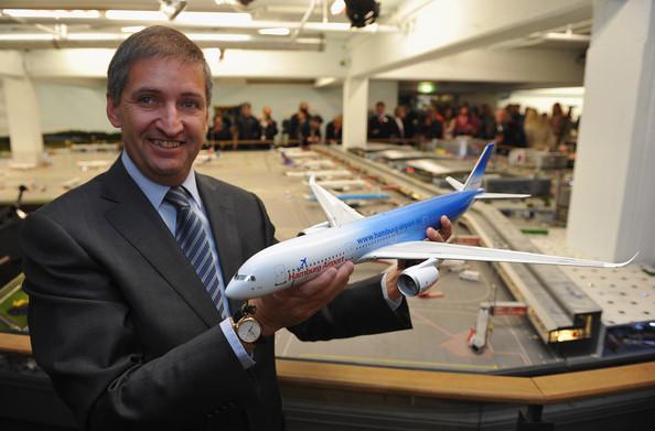 Insta a aerolíneas a tener más contacto con sus pasajeros
