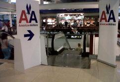 american-airlines-gate-escalera-scl