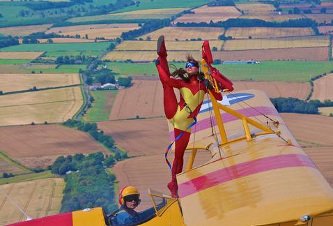 Baile a 600 mts de altura en un avión