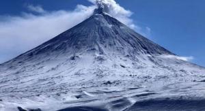 Alertan por erupción del gran volcán Kliuchevskoi de Kamchatka