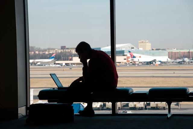 """La aerolínea le ofreció una escala de ¡47 AÃ'OS! y la """"queja"""" del cliente rompió Internet"""