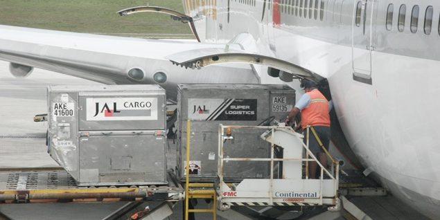 PCs, tabletas y móviles, prohibidos en las bodegas de los aviones
