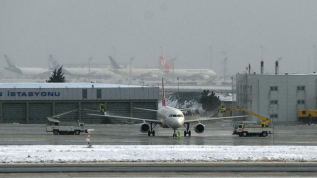 Tráfico aéreo perturbado en Estambul por fuertes nevadas