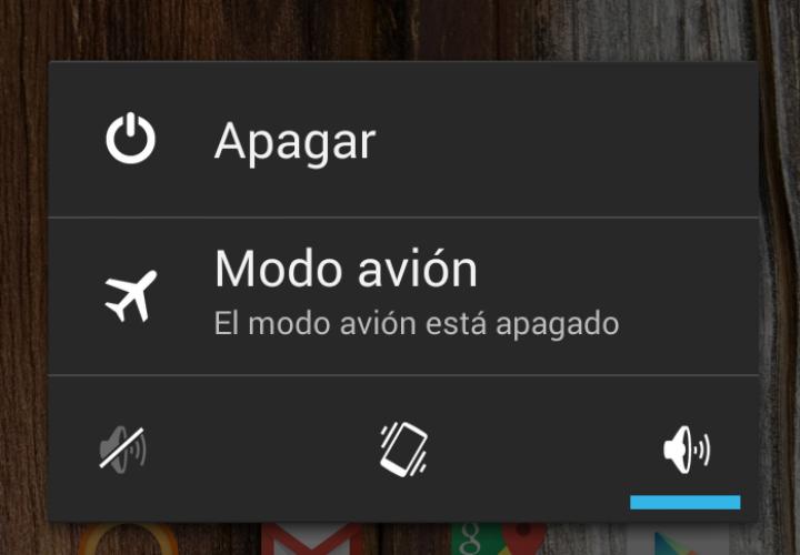 Esto pasa con tu vuelo si no pones en «Modo avión» tu smartphone
