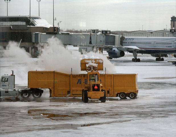 Fuertes nevadas en Reino Unido alteran el transporte y servicios del país