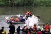 Taiwán: hallan aferrado al timón el cadáver del piloto del avión que se estrelló