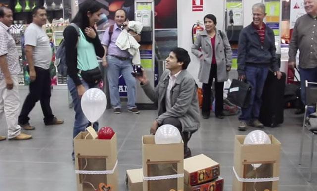YouTube: vea esta inusual propuesta de matrimonio en aeropuerto de Piura