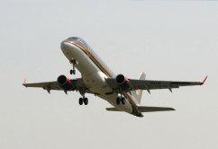 Embraer E175 (3)