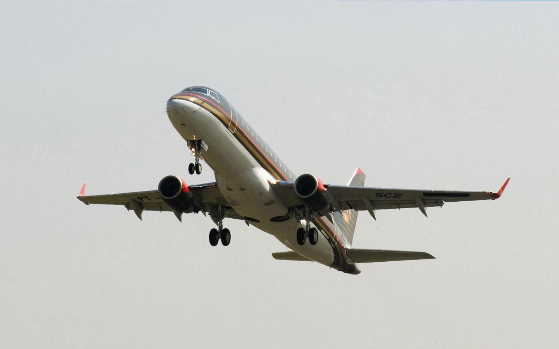 Embraer e Horizon Air assinam contrato para 30 jatosE175