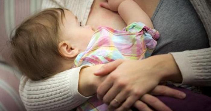 Llevaba leche materna pero no un bebé, entonces los policías la detuvieron en el aeropuerto