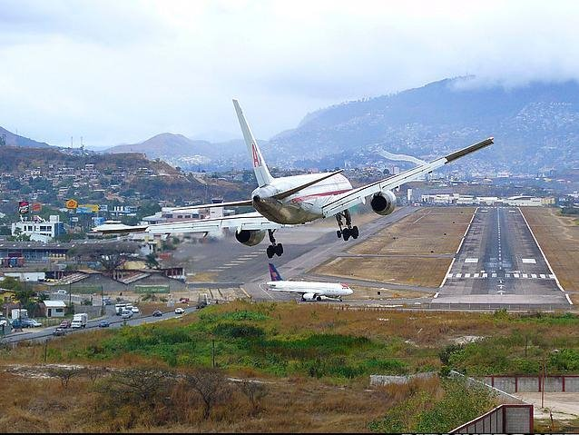 Ricardo Álvarez: Tegucigalpa necesita un aeropuerto internacional