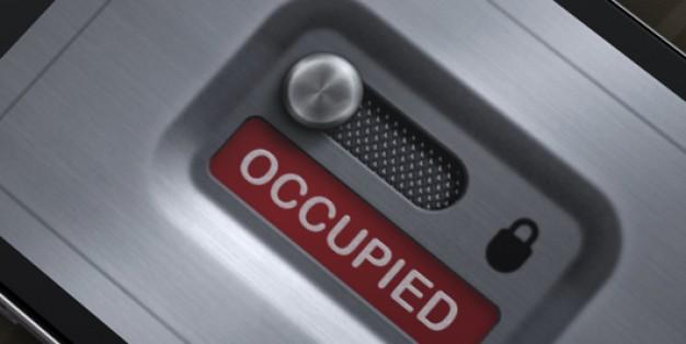 """Un pasajero agrede a un tripulante que le obliga a salir del wc: """"Sos tarado"""""""