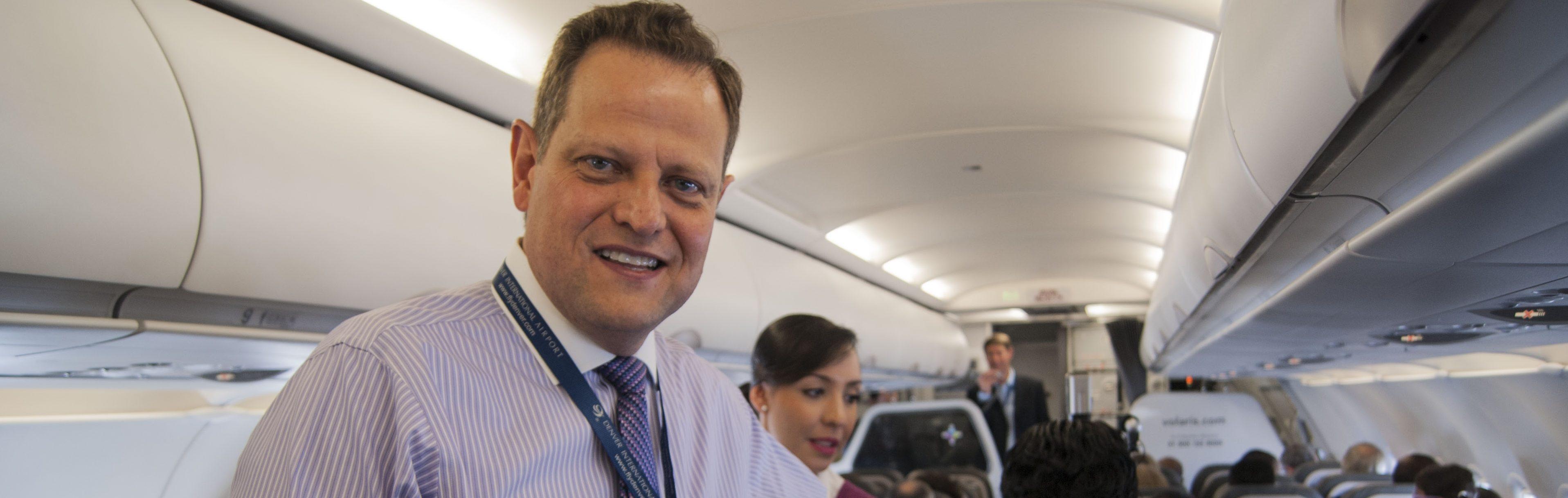 Volaris elevará 69% flota de aviones para el 2026: Beltranena