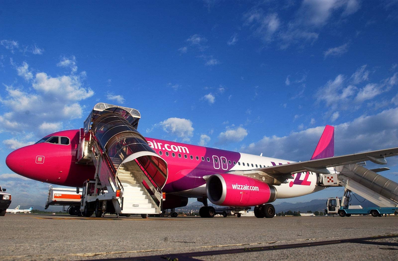 La aerolínea de bajo coste Wizz Air enlazará Bucarest y Tenerife