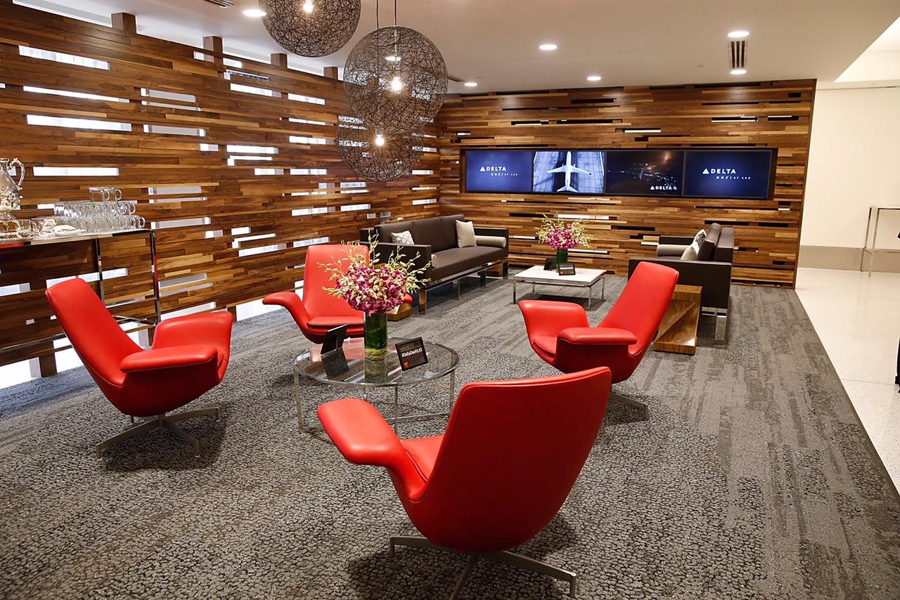 Delta finaliza remodelación de la Terminal 5 del Aeropuerto Internacional de Los Ángeles y ofrece una renovada experiencia en toda la terminal y la primera sala privada para registro