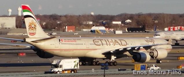 Piloto de Etihad Airways fallece en pleno vuelo