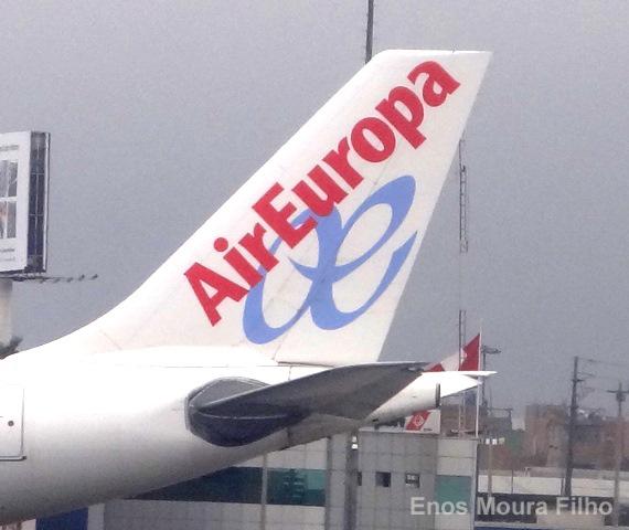 Air Europa rotula avión con imagen de Rafa Nadal Sports Centre