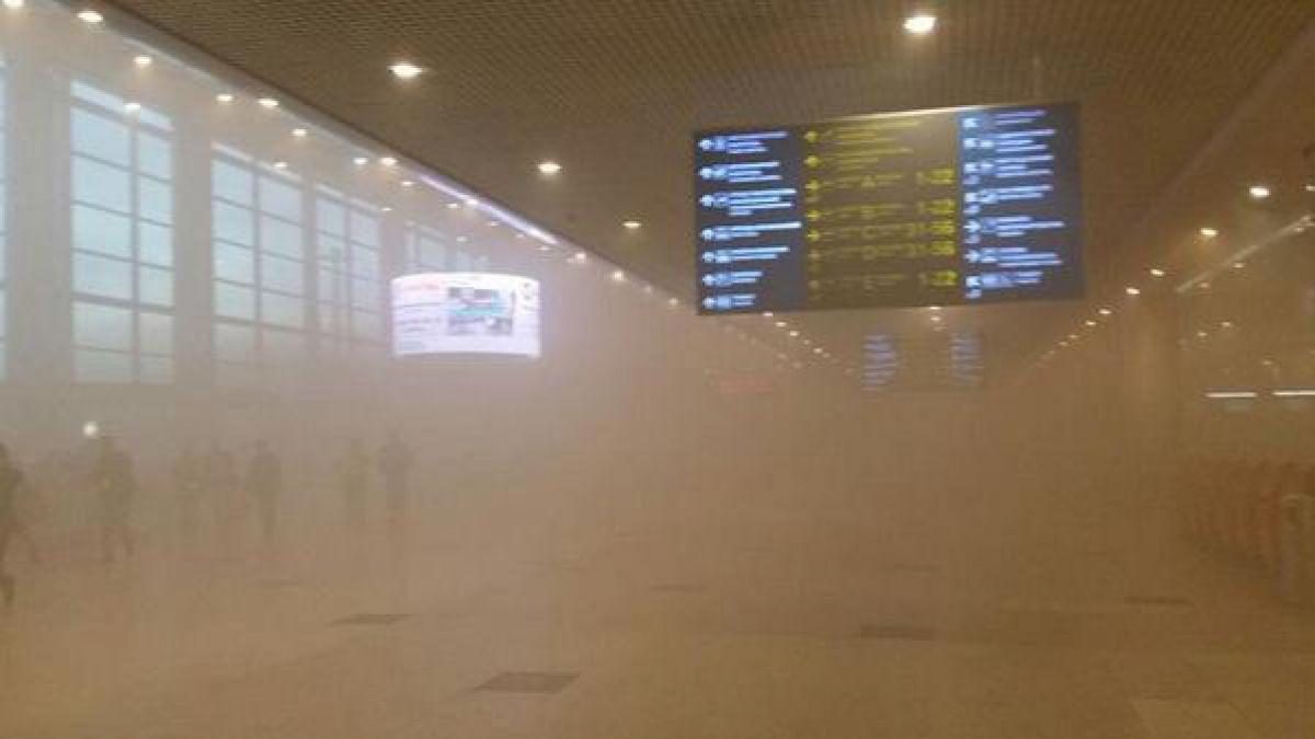 Un incendio en el aeropuerto de Moscú obliga a evacuar a más de 3.000 pasajeros