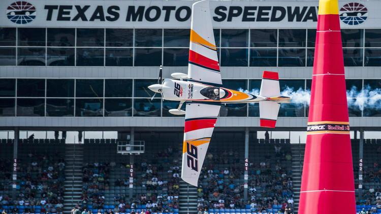 El piloto comercial español Juan Velarde cumple su sueño en Red Bull Air Race