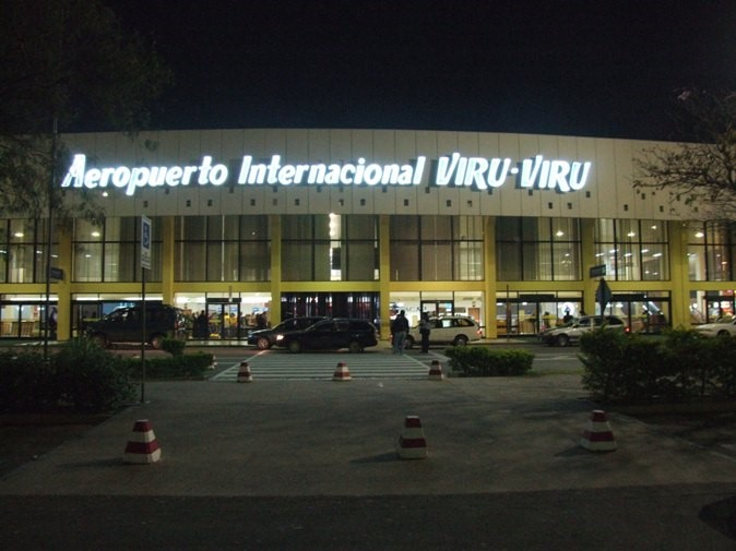 Detienen a tres australianos con dinamita en el aeropuerto de Viru Viru