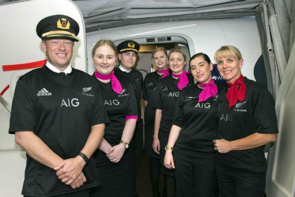 Aerolínea australiana Qantas cumple apuesta y viste como los All Blacks