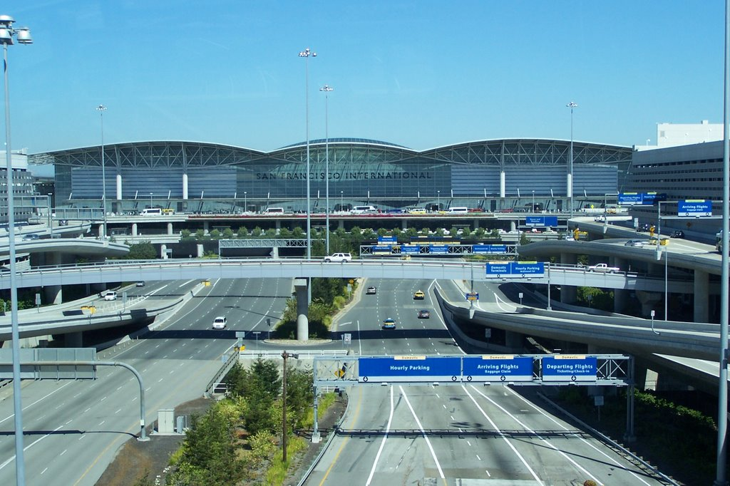 Aeropuerto de San Francisco es el primero del mundo en prohibir radicalmente las botellas plásticas