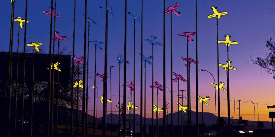 Aviones iluminados para el aeropuerto Pudahuel