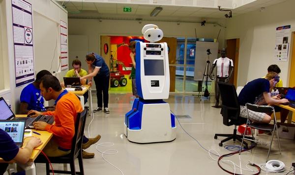 KLM comenzó a probar su robot Spencer en el Aeropuerto de Ámsterdam